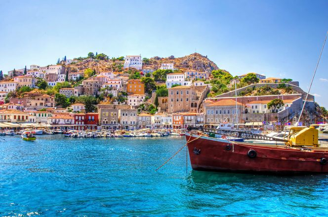 A Dazzling Day Trip to Hydra, an alternative tour, a unique experience outside the city of Athens, Greece.