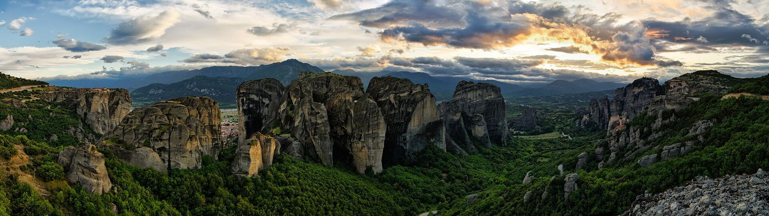 Wonders of Mainland Greece: Delphi & Meteora Tour gallery image 1